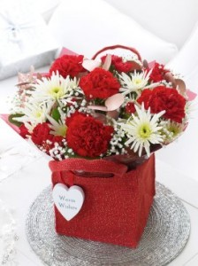 Need a Last-Minute Gift for Overseas Relatives? Send Flowers Through Interflora!