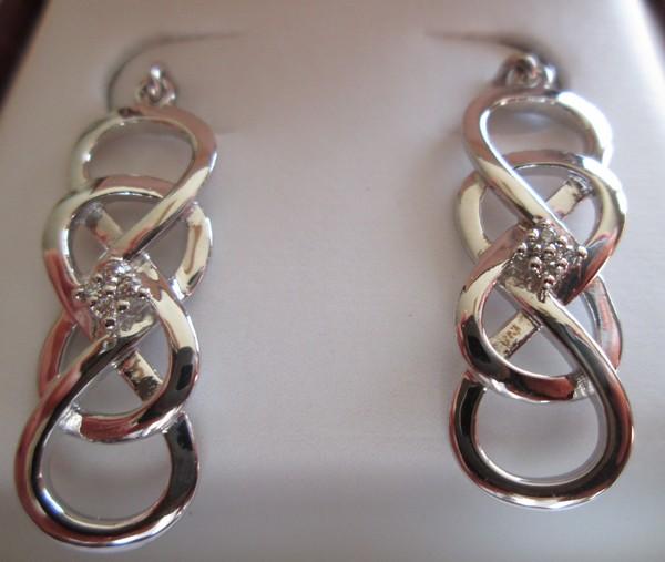Give the Gift of Infinity with Helzberg Diamonds
