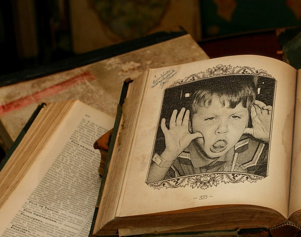 PhotoFunia Old Book Windows 8 Apps