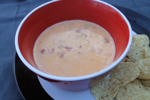 Velveeta 2 Whip Up a Batch of Famous Game Night Queso Dip & Nachos