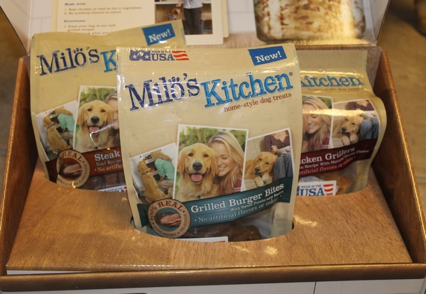Your Dog on a Date to the Milo\'s Kitchen Treat Truck