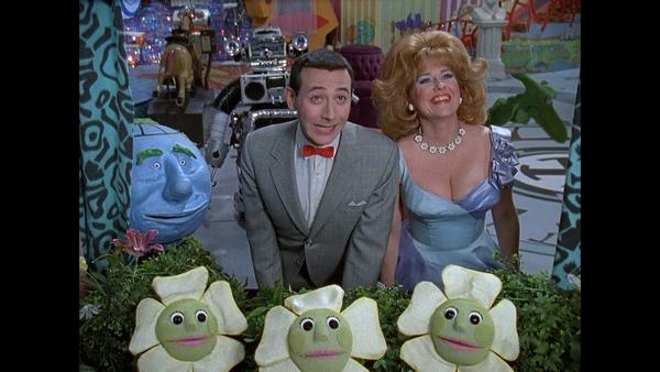 Pee-wee still 11 - Pee-wee and Miss Yvonne (Lynne Marie Stewart)