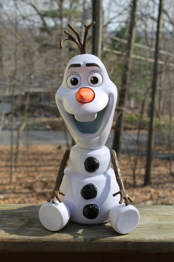 Olaf-A-Lot will crack your whole family up with his 50+ funny phrases! Check him out in my review!