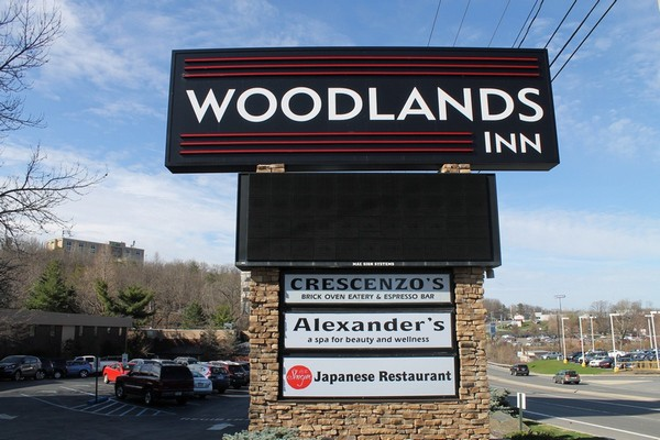At the The Woodlands Inn, part of the Ascend Hotel Collection®, you never have to leave the property to find great food and fun!