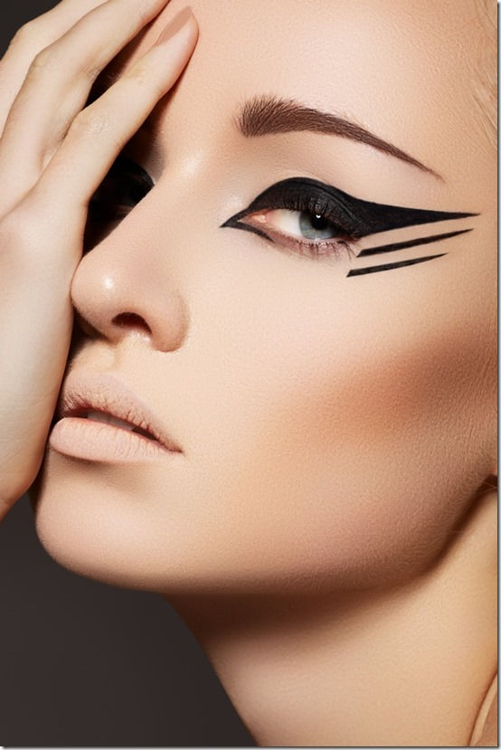 Winged Eyeliner Fall 2015 Beauty