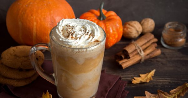 """Remaining Forget those lattes made with """"pumpkin flavor."""" This one uses real ingredients for the perfect pumpkin mocha latte. It's cheap and easy to make, too! Check it out!"""