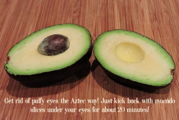 Use avocado slices to get rid of puffy eyes! Check out this tip and more great health & beauty uses for avocados & avo oil!