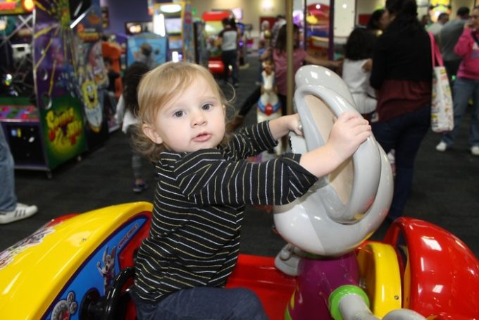 Unleash your inner kid at Chuck E. Cheese's on Veteran's Day! Active & retired military members get a free personal pizza! Check out details + see why Chuck E. Cheese's is fun for ALL ages!