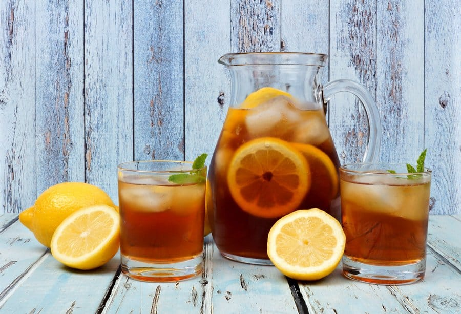 """How to Make a Perfect Pitcher of Iced-Tea Using the """"Mostly Cold Brew"""" Method"""