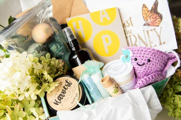 Hopebox 10 All-Natural Subscription Boxes Loaded with Organic Beauty Goodies