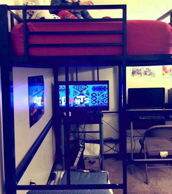 bunk bed 15 Brilliant Ways to Make a Really Small Room Feel Bigger