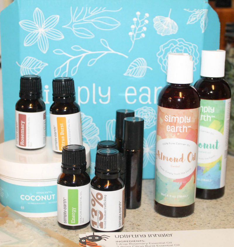 Love making your own natural beauty and home products, but don't really feel comfortable following complicated recipes? You are going to adore Simply Earth! Each month, you get everything you need to make super simple yet oh-so cool natural goodies!
