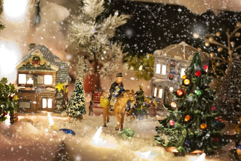 Shabby Chic Christmas Village Save Money on Holiday Decor with these Budget-Friendly & Shabby Chic Christmas Ideas