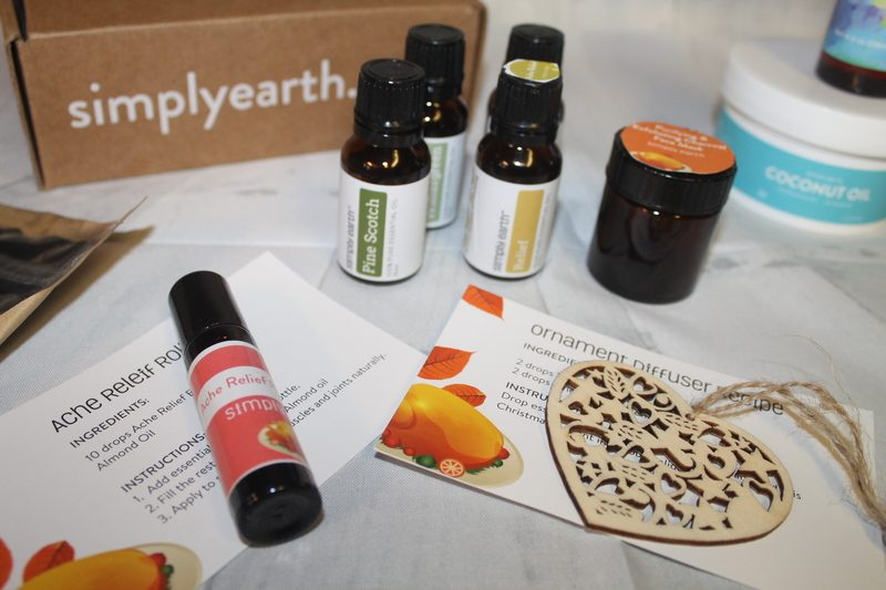 Want to make your own ache relief roll on, scented holiday ornaments and more? You'll find all of the ingredients in this month's Simply Earth box! Check it out!