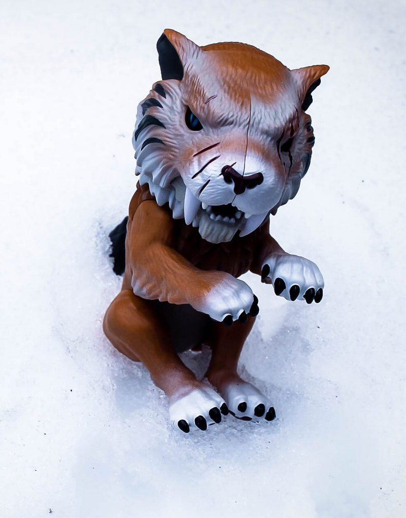 HOT TOY ALERT: Go Wild with UNTAMED Dire Wolves and Sabre Tooth Tigers