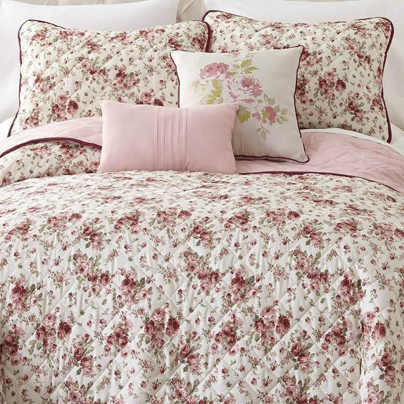 Give your bedroom a makeover in a flash and on a budget with a gorgeous new bed set from Latest Bedding! Check it out!