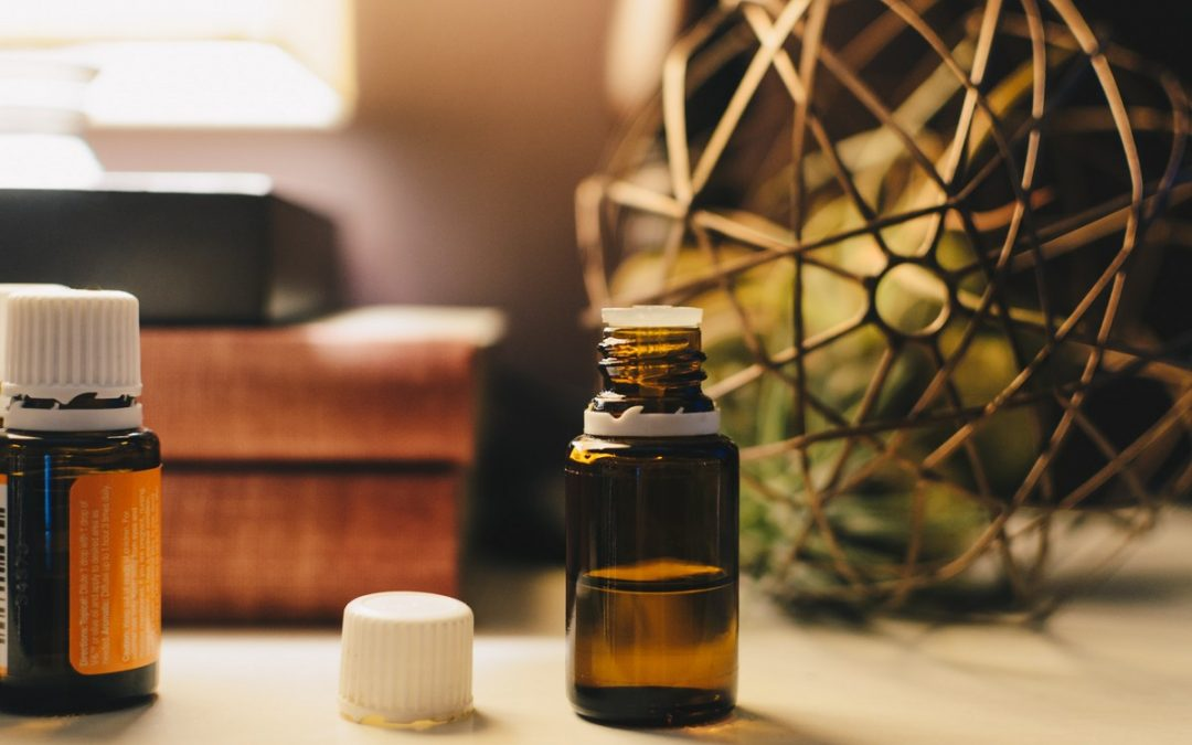 6  Essential Oils to Keep in Your First Aid Kit