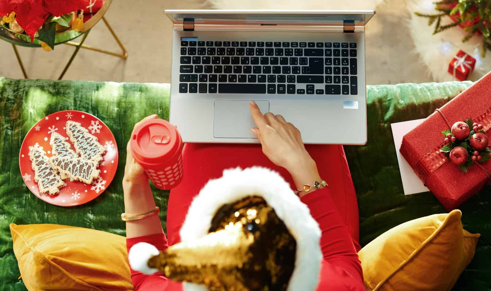 Think Christmas is cancelled just because you can't get together with family in person? Think again! Check out 5 tips to have an amazing virtual holiday celebration this year.