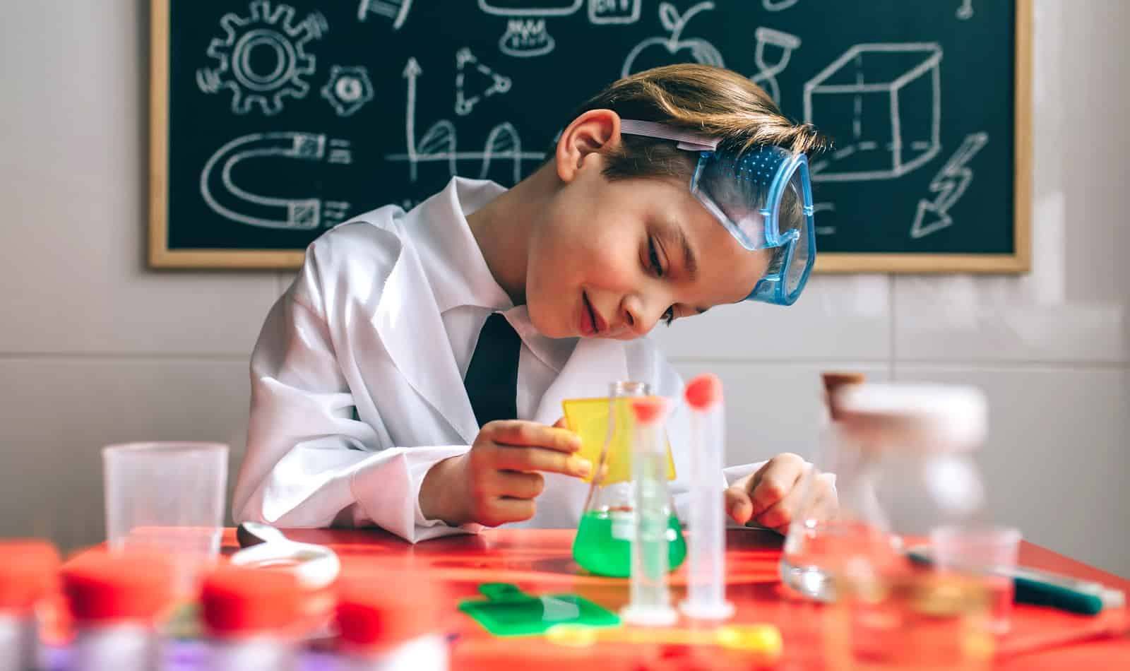 Does the idea of teaching science to your kids scares the pants right off of you? Check out these expert tips for making it a whole lot less intimidating!